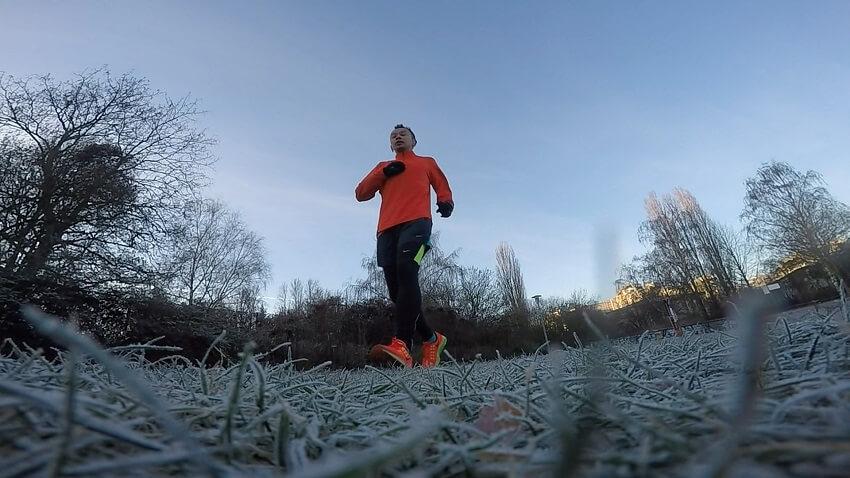 Wie motiviere ich mich zum Laufen im Winter
