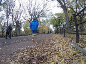 Laufkleidung im Herbst